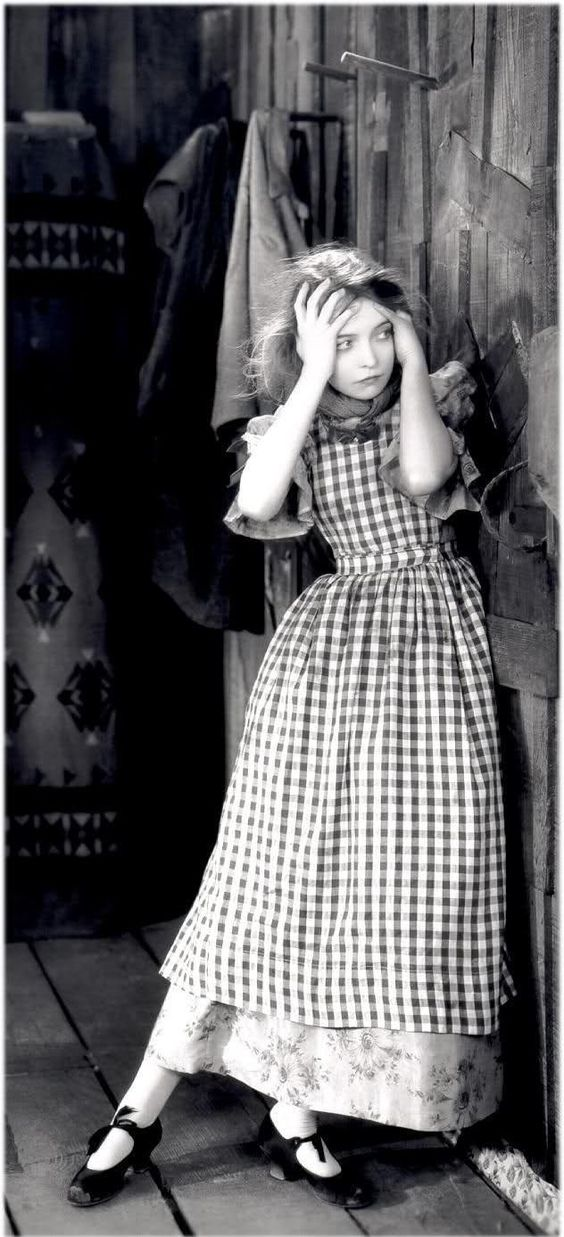 Lillian Gish,one the greatest actresses of the silent film era. Was one of few people Mary Pickford would see as she became reclusive.