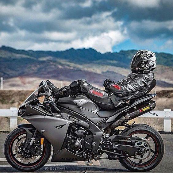 Yamaha R1 cannot say i eva sat on my bike like that ... it would fall over..... sv650