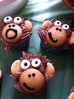 Cute Monkey Cupcakes, super fun and easy @Blair Tait, even Tom couldn't get mad at you for making these!