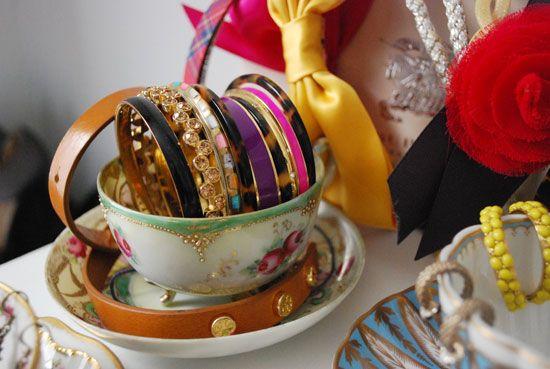 cute bangle storage in dainty cups!!