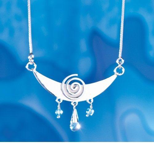 De Maan staat voor alle vrouwelijke krachten in ons. Voor onze Intuïtie, onze gevoelens, onze toewijding, ons geloof en voor de diepe stilte van de nacht. Het symboliseert ook wisselingen en veranderingen in je spirituele ontwikkeling. 925 sterling zilver.