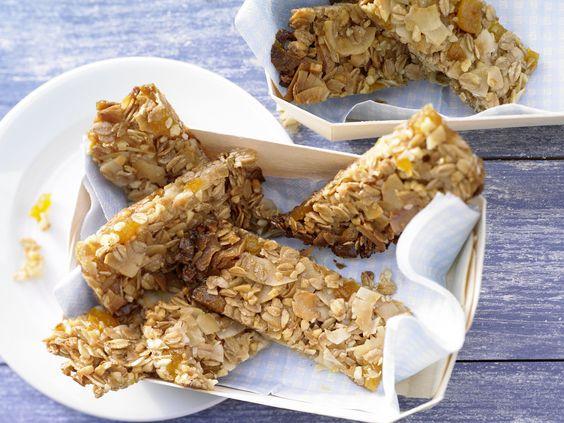 Aprikosen-Kokos-Riegel - mit Mandeln - smarter - Kalorien: 64 Kcal - Zeit: 15 Min. | eatsmarter.de