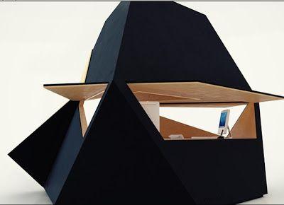 """Diseñado por el arquitecto David Ajasa-Adekunle es una oficina modular formada por figuras asimétricas """"cubos"""" se pueden unir formando grupos de 6 cubos, el interior puede ser realizado de abedul o con terminaciones en yeso-cartón. Se pueden usar como aulas exposiciones, para oficinas."""