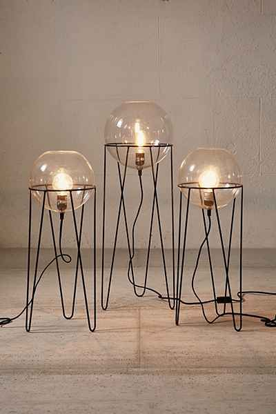 Lampe sur pied Globe Baxter: