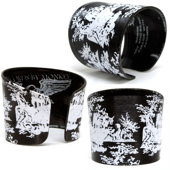 White on black Toile Cuff