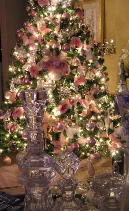 lovely i especially love the pink english roses for the home pinterest a well christmas. Black Bedroom Furniture Sets. Home Design Ideas