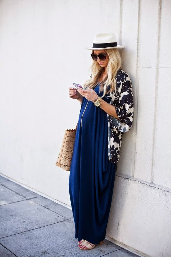 Stylish #maternity outfit. Blue maxi dress, white hat: