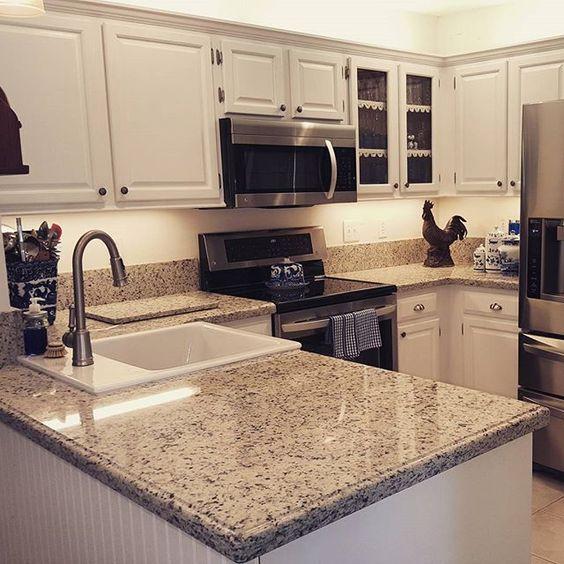 White Kitchen Cabinets Granite Countertops: Beautiful Kitchen With Dallas White Granite Counter Tops