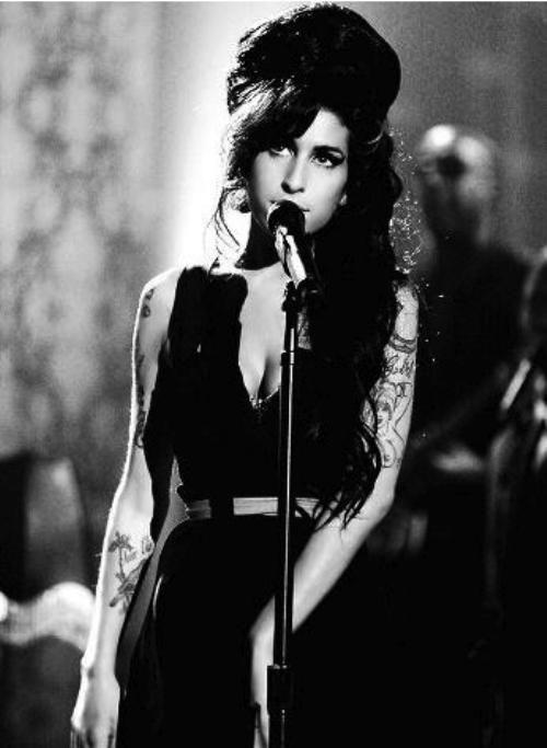 Amy Winehouse histoire  0ac315cd1618b2817a3566cb761e6195