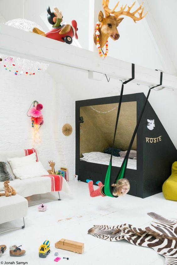 La jolie décoration de la chambre de Rosie : un lit dans une cabane pour se raconter plein d'histoires - FrenchyFancy