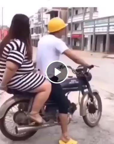 Quando sua moto tem mais ciumes do que sua mulher