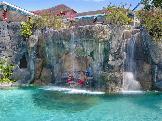 Barbados All Inclusive Resort: Pool waterfall at Colony Club
