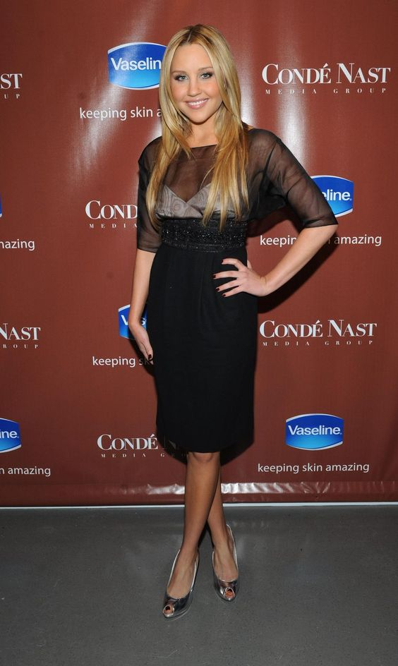 amanda-bynes-and-sarah-michelle-gellar-skin-is-amazing-exhibit-in-new-york-city-05