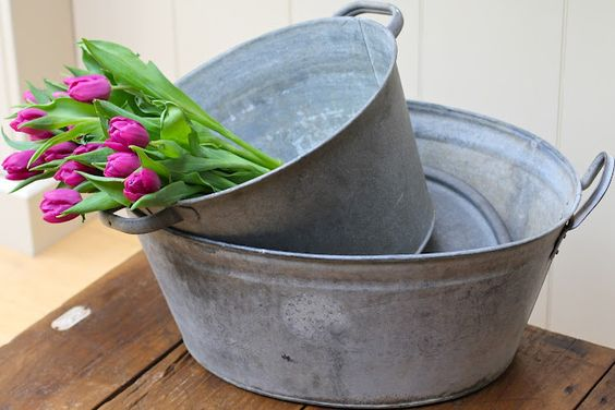 Genuinely old galvanised tubs: great for planting up herbs, using as party ice buckets, or housing all those loose pegs and balls of twine in the laundry... Options are endless!