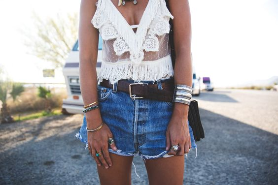 Arizona-Vintage_Top-Plumeti-Levis-Shorts-Outfit-Road_TRip-California-Travels-24