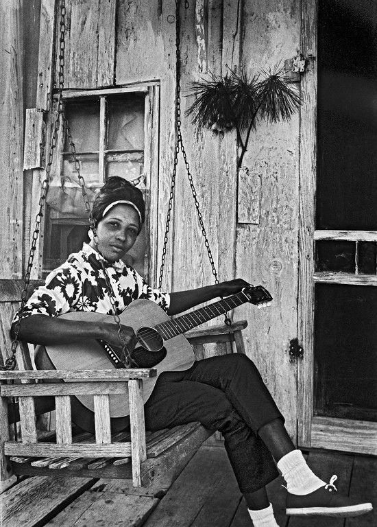 Blues singer and guitarist Jessie Mae Hemphill