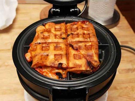 Las máquinas para waffles no son sólo para eso. Intenta recalentar pizza en ellos