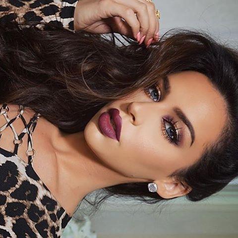 Fall makeup tutorial up! #carlibel ❤️