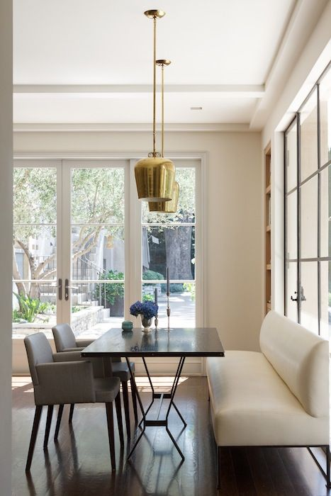 Kitchen dining area with luxurious and classic upholstered bench, table and archairs. Interior design by Kazuko Hoshino and architecture by William Hefner. #kitchen #breakfastnook #classicdcor #luxurious #minimaldecor