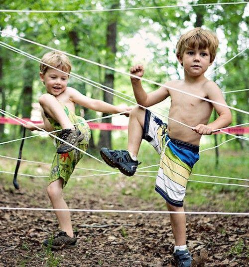 Einen Hinderniss Parcours im Wald oder Garten für die Kleinen selber machen für Mega Spaß zum Geburtstag