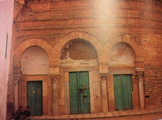 Title The Mosque of Three Doors (façade) Use Entrance to small mosque Location Kairouan. Ifriqiya Materials Stone Significance smaller mosque ... & Title: The Mosque of Three Doors (façade) Use: Entrance to small ...