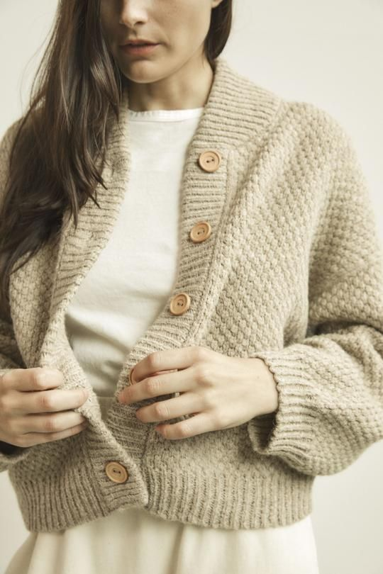 Cropped wide cardigan with wood buttons and a high rounded