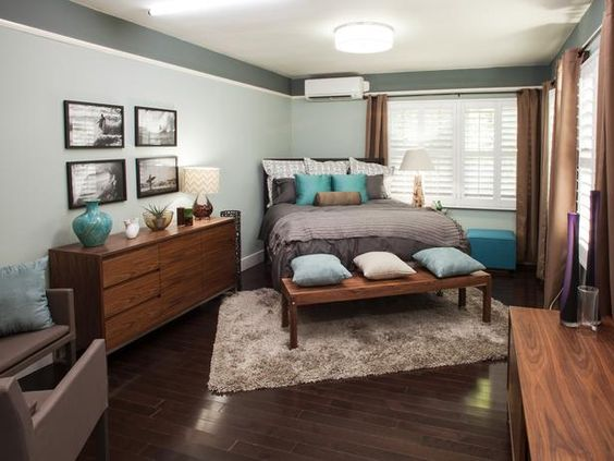 Small Bedroom Bed Placement