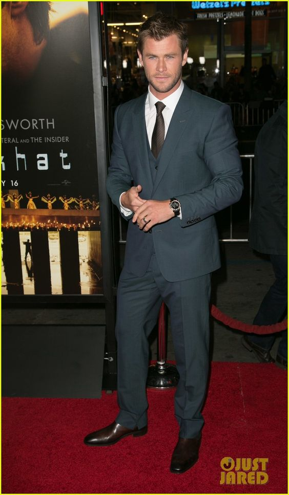 Chris Hemsworth Shows Off Short Hair at 'Blackhat' Premiere