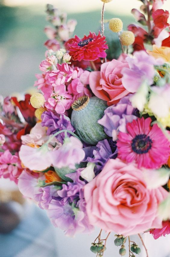 gorgeous summer floral centerpiece / Byron Loves Fawn Photography: