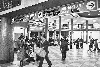 Saguão do aeroporto de Congonhas (anos 60?):