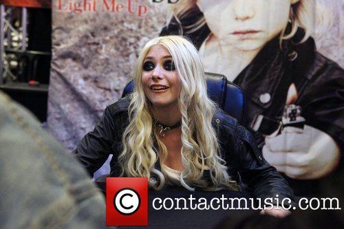 taylor momsen cd signing bestbuy  | Taylor Momsen, The Pretty Reckless