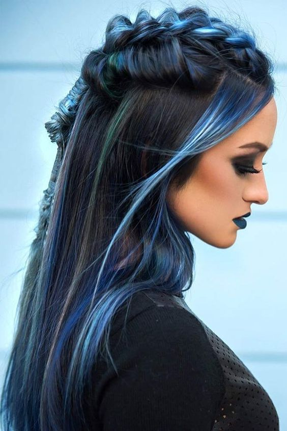 model gaya rambut wanita berwarna biru