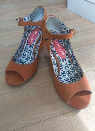 À vendre sur #vintedfrance ! http://www.vinted.fr/chaussures-femmes/compensees/24739356-chaussure-compensees-andre-hiboux