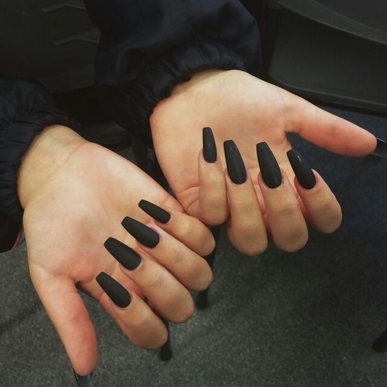 Want matte black coffin shaped nails nails hair - Nageldesign beige gold ...