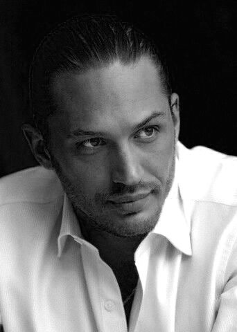 Tom Hardy, is it just me or does he look like Johnny Depp in this picture?