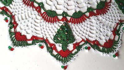- Botão de crochê com miçangas em árvores de Natal Doily