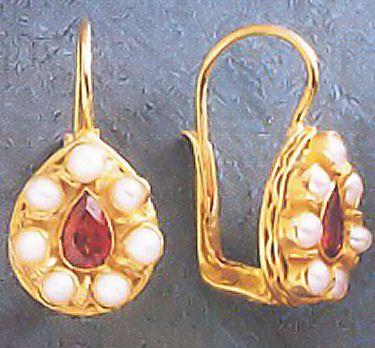 Garnet Pearls Teardrop shape Renaissance Design Reproduction Earrings Silver