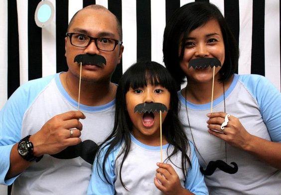 DIY mustache photo accesories