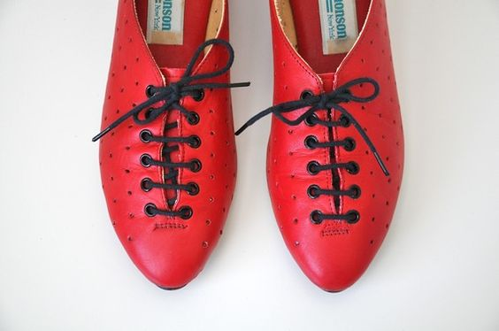 oih -WAANT!!  They look such fun and so comfortable.  I could run up hills and down dales in these.