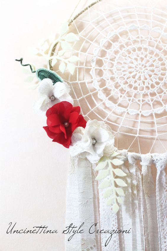 Dreamcatcher bianco con fiori, acchiappasogni con fiori, dreamcatcher crochet, Portafortuna indiano, Dreamcatcher flower by UncinettinaStyle #italiasmartteam #etsy