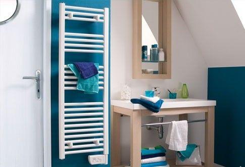 Pour aménager sa petite salle de bain, rien de tel que des équipements de taille adaptée. Le chauffage salle de bains Atlantic sèche serviette est étroit et convient aux espaces restreins tout en étant design