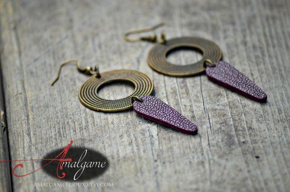 Large boucles d'oreilles, Pendentif en cuir violet, Boho, Cercle bronze antique…