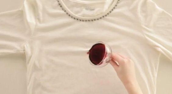 Wanneer je gek bent van een rood wijntje heb je vast wel eens wat gemorst op je shirt, blouse of broek? Je weet dan dat je een probleem hebt want rode wijn komt normaliter niet gemakkelijk uit kleding! Wij hebben een hele makkelijke oplossing gevonden voor het behandelen van rode wijnvlekken. Je hebt namelijk 1 …