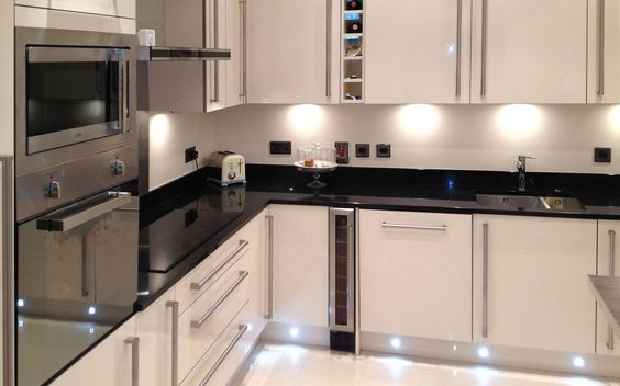 Valencia Kitchen - Classic High Gloss Cream Design