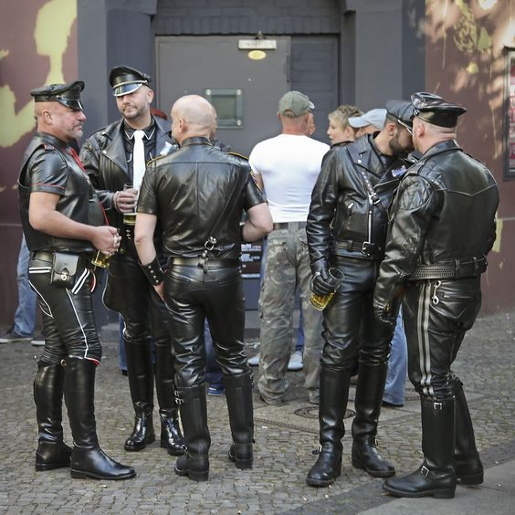 hyperleather more leathermen in fuggerstrasse berlin for folsom europe 2013 hot leather. Black Bedroom Furniture Sets. Home Design Ideas