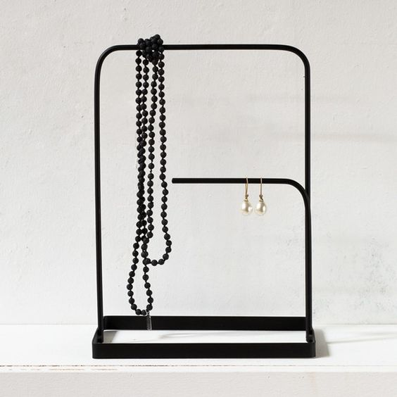 A minimalist jewellery stand to display all your favourites. Price DKK 29,40 / SEK 41,80 / NOK 42,80 / EUR 4,14 / ISK 779 / GBP 3.99
