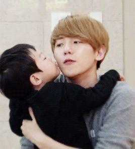Baekhyun, A kiss and Exo on Pinterest