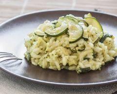 Risotto de courgettes au parmesan : http://www.cuisineaz.com/recettes/risotto-de-courgettes-au-parmesan-67885.aspx