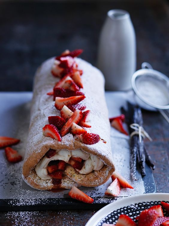 Strawberry roulade - Eats&Arts Food Photography