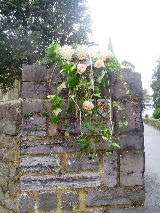Decoration floral entr e d 39 glise th me champ tre autel pinterest fleuri et d coration - Decoration eglise mariage champetre ...